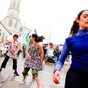 Un organismo, bailarines de locales en experiencia creativa con Iván Sánchez / Foto www.denisadonis.cl
